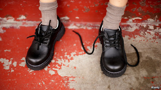 The science of shoelaces: How shoelaces come undone | The Economist