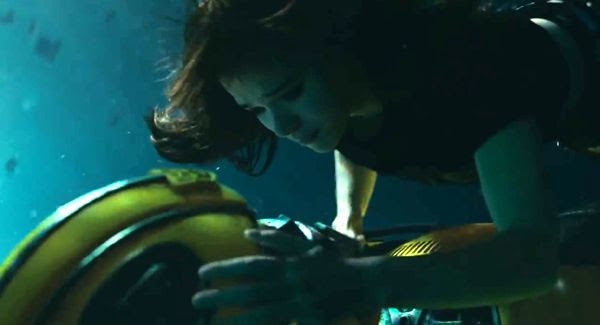 Charlie Watson tends to Bumblebee underwater in BUMBLEBEE.