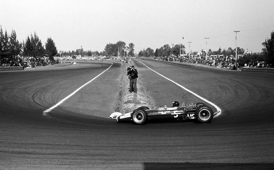 Jim Clark, Lotus 49, winner, México Grand Prix, Autódromo Hermanos Rodríguez. (1967)