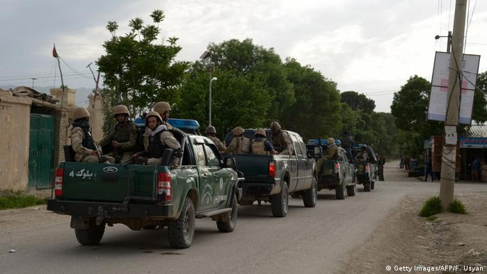 Afghanistan Taliban-Angriff auf Militärlager in Mazar-i-Sharif (Getty Images/AFP/F. Usyan)