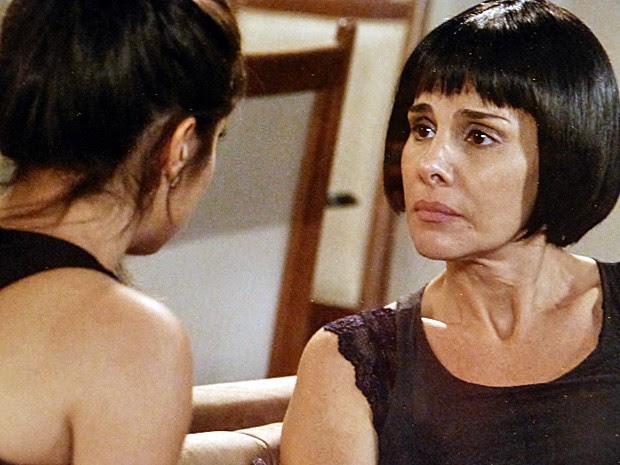 Jade é carinhosa com a filha (Foto: Tv Globo)