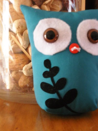 owl stuffie with leaves