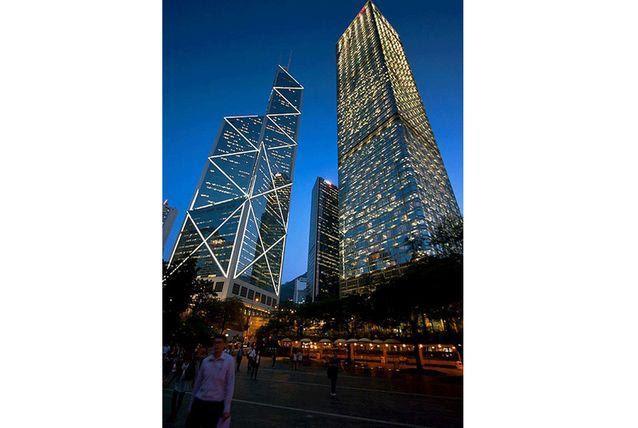 برج بنك الصين هو إحدى ناطحات السحاب الأكثر تميزًا في هونج كونج، يقع هذا البرج في المقاطعة الوسطى والغربية في جزيرة هونج كونج،