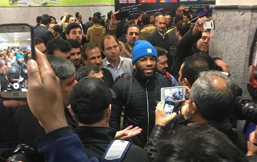American wrestlers in Iran welcomed with roses and selfies