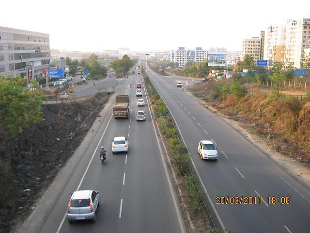 Bangalore Mumbai Bypass & Pashankar Auto (left) at Pashan Sus Road Junction. Teerth Realties' Aarohi - 2 BHK & 3 BHK Flats - near Vidya Valley School - Sus Pune 411 021 is just 3 kilometers from here.