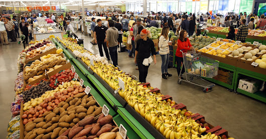 Wal-Mart not considering Whole Foods bid: Reuters