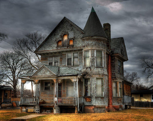 Paranormal Halloween Geekery: 7 Haunted Houses and Spooky Places - ForeverGeek