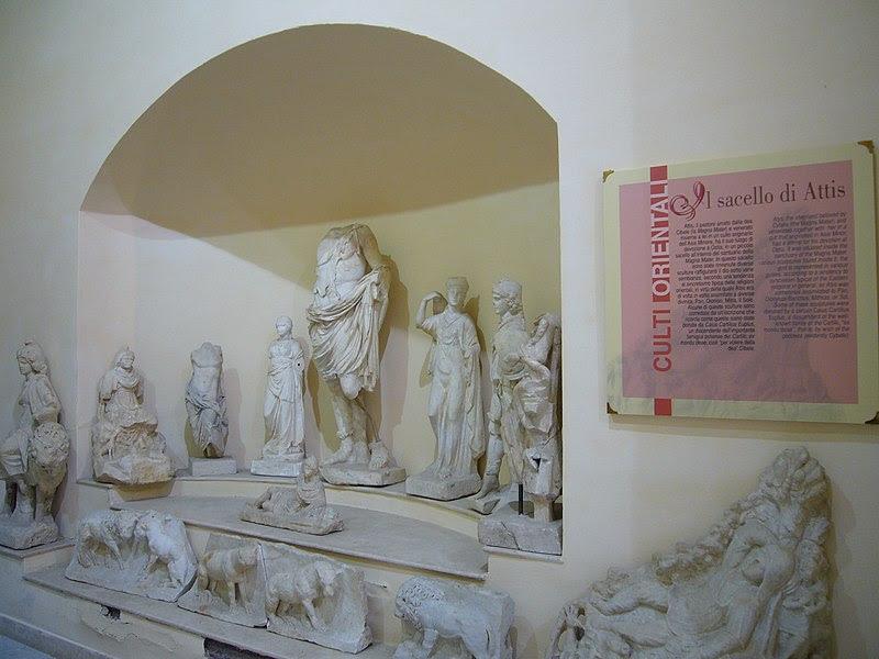 Fil: Ostia Antica - Museo sacello di Attis 1050474.JPG