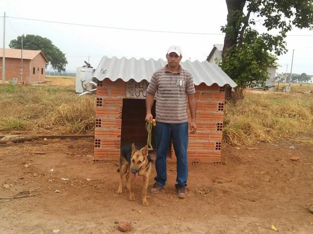 Homem instala ar-condicionado em casa de cadela de estimação no TO