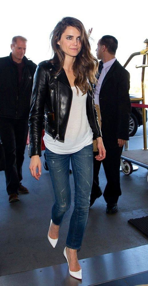 LE FASHION BLOG TWO  WAYS KERI RUSSELL LEATHER MOTO JACKET WHITE PUMPS LAX AIRPORT LOOK WHITE TEE DISTRESSED SKINNY JEANS DENIM SIDE PART LOOSE CURLS WAVY HAIR FELICITY ACTRESS 1 photo LEFASHIONBLOGTWOWAYSKERIRUSSELLLEATHERMOTOJACKETWHITEPUMPS1.jpg