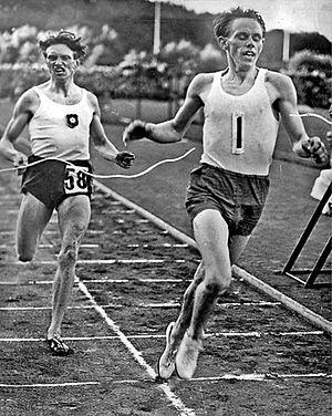 English: Swedish runners Arne Andersson (left)...