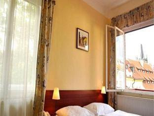 Review Hotel Kampa Garden