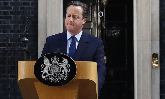 Premier Cameron in der Downing Street.