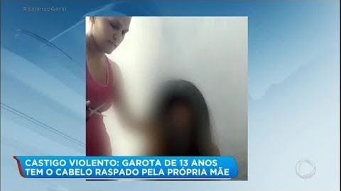 """VEJA O VÍDEO: Mãe tortura e raspa a cabeça da filha de 13 anos ao descobrir """"nudes"""" no celular dela"""