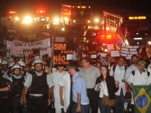 Profissionais de saúde protestam contra o Ato Médico