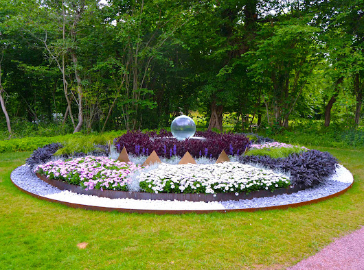 New Aqualens at Sollidens Slott - Allison Armour Sphere Fountain