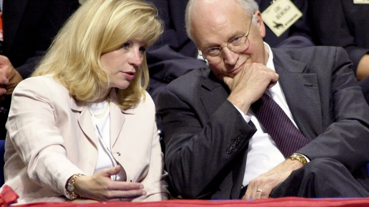 Dick Cheney talks with daughter, Elizabeth, after arriving at the convention center on the first day of the Republican National Convention in Philadelphia on Monday, July 31, 2000. (AP Photo/Elise Amendola)