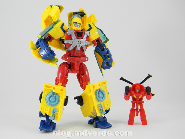 Transformers Hot Shot Deluxe - Universe - modo robot vs Jolt