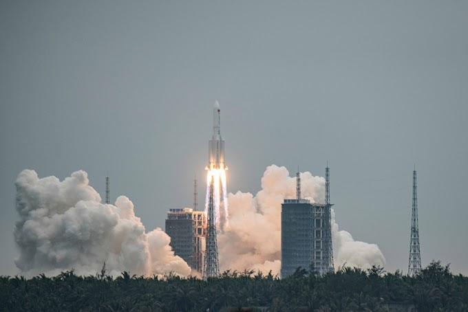 Live: Πέφτει στη Γη ο κινέζικος πύραυλος:  – Εκτός ελέγχου η πορεία του