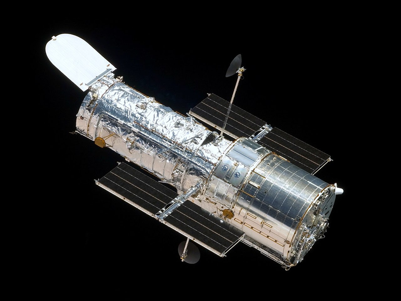 Aug24-1990-Hubble-1280px-HST-SM4