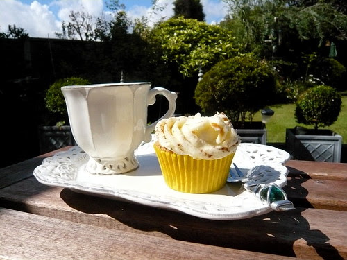 Morning tea & cake in the garden