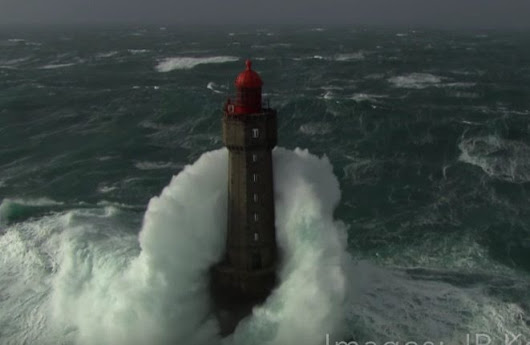 Watch: Four and a Half Minutes of N. Atlantic Lighthouses in Storms - gCaptain