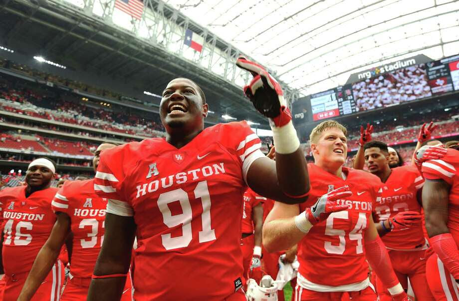 UH moved into the top 10 in the coaches' poll after its win over No. 3 Oklahoma on Saturday. Photo: Yi-Chin Lee, Houston Chronicle / © 2015  Houston Chronicle