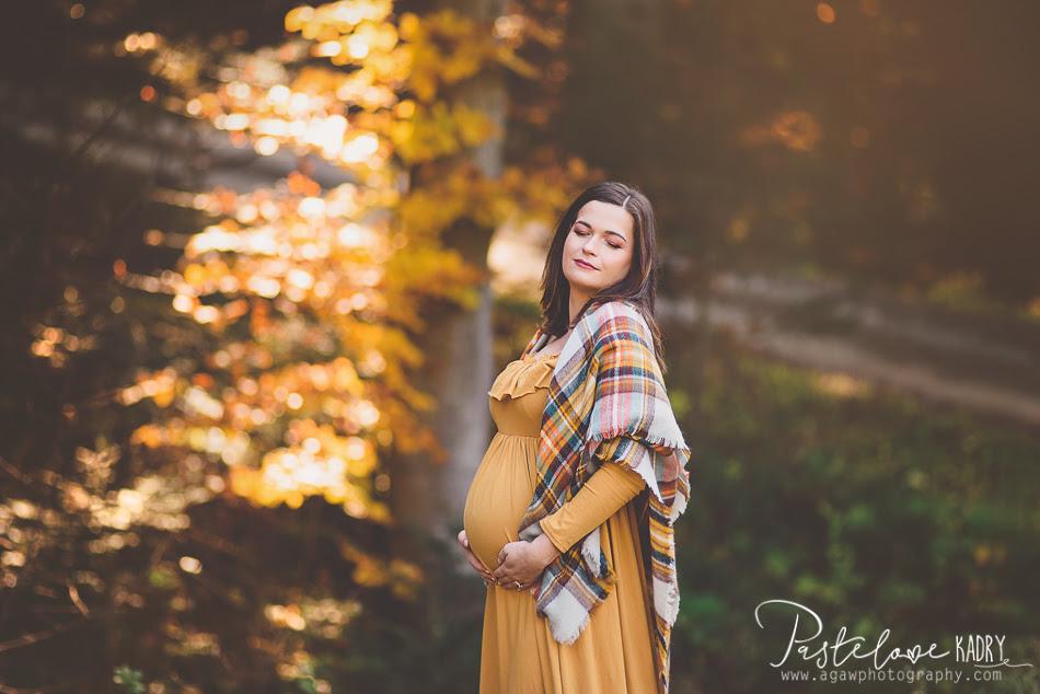 jesienny plener ciążowy