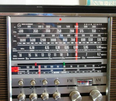 grundig stereo concert-boy transistor 4000 radio dial closeup
