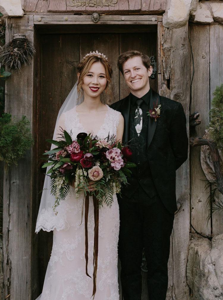 der Bräutigam - look inspiriert von der magischen Kleidung, die im Buch mit einem bedruckten Anzug und einer ungewöhnlichen Band
