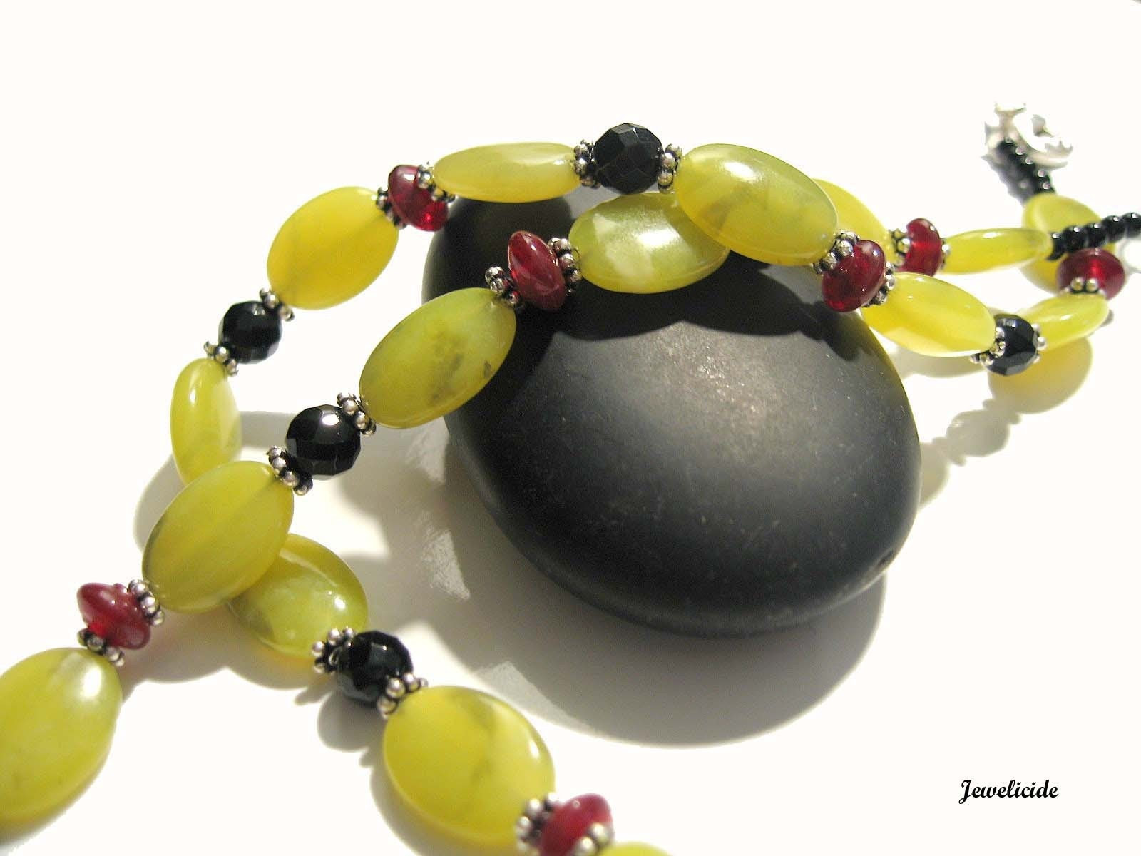 Chartreuse Gemstone Necklace, Serpentine Jade and Onyx