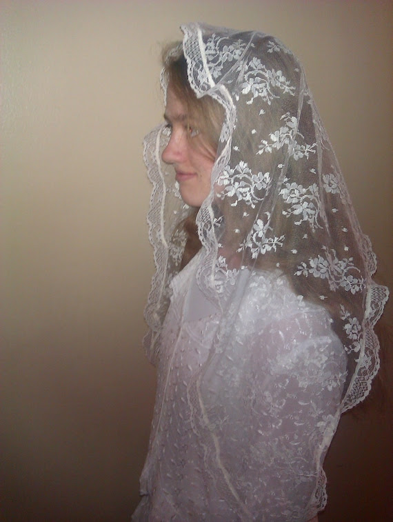 Ivory veil head covering in delicate lace