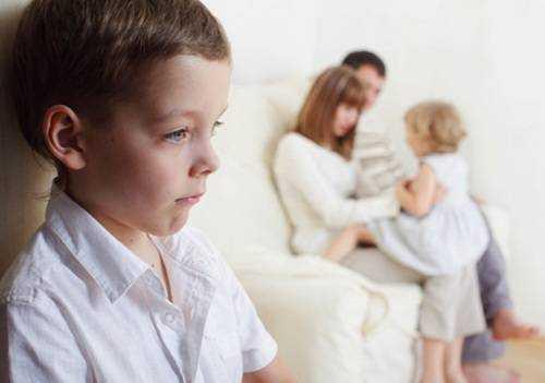 Pais Que Não Dão Colo Aos Filhos Dificilmente Recebem Carinho