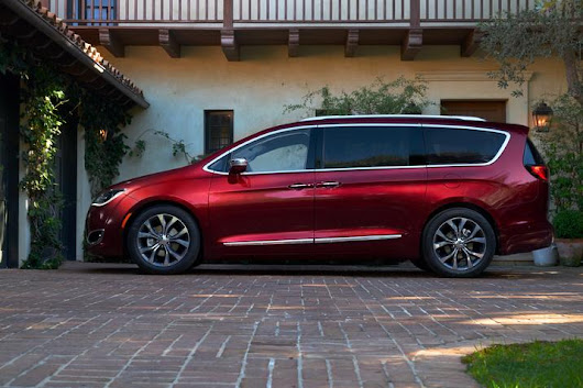New 2017 Chrysler Pacifica for sale near Indianapolis IN, Lawrence IN | Lease or Buy a new 2017 Chrysler Pacifica in Franklin Indiana