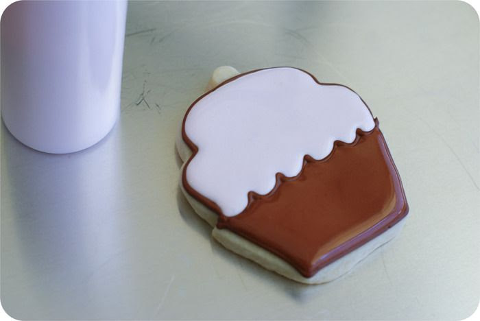 how to decorate cupcake cookies   bakeat350.blogspot.com