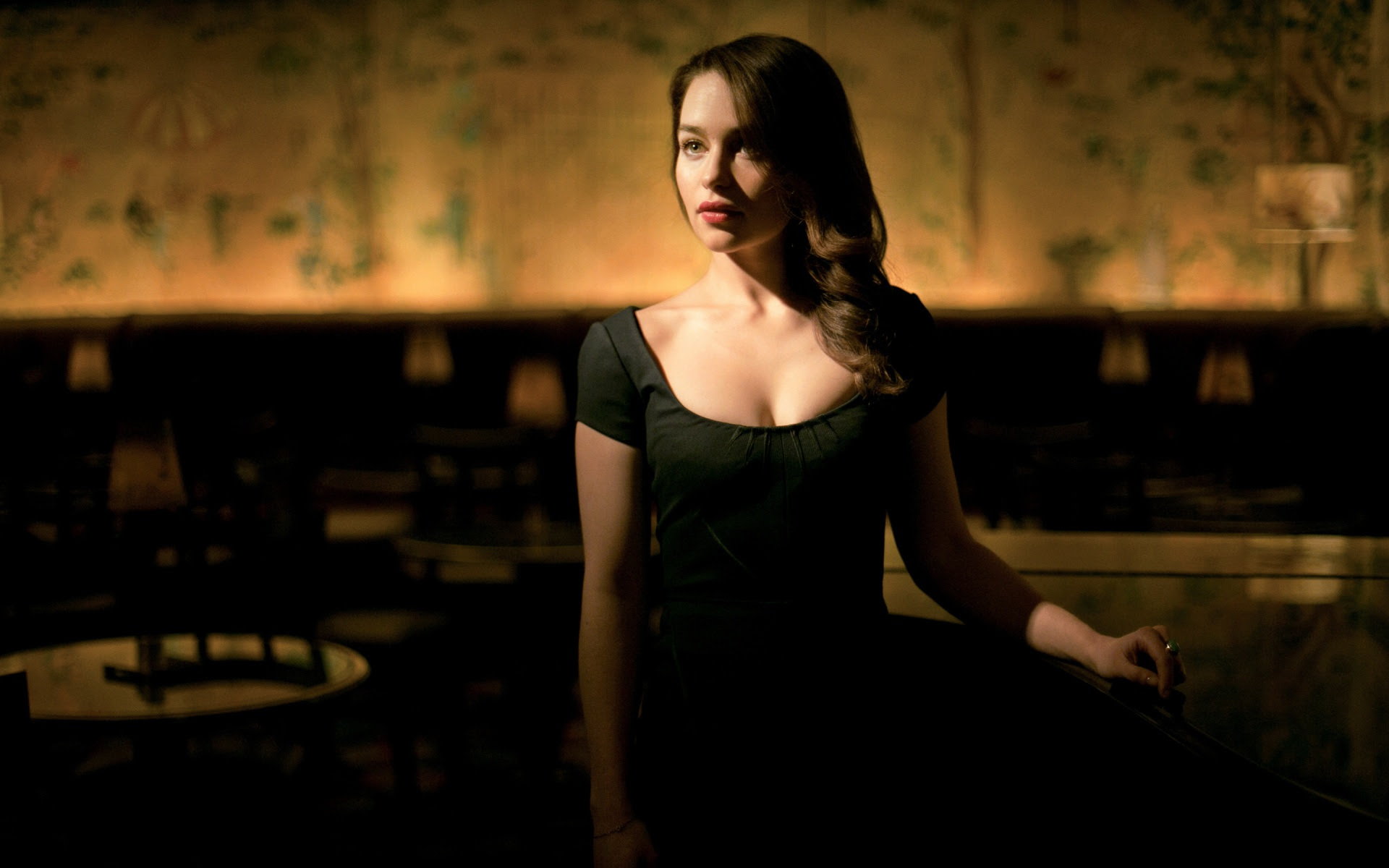 Emilia Clarke Hot Wallpapers In Jpg Format For Free Download