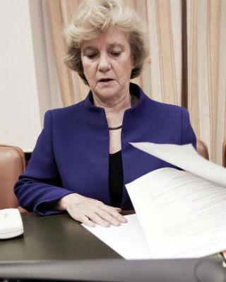 La Defensora del Pueblo, Soledad Becerril, durante su comparecencia en la Comisión Mixta del Congreso. EFE/Fernando Alvarado