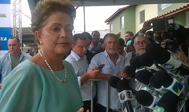 A presidente Dilma concede entrevista coletiva durante visita a Feira de Santana (BA) (Foto: Henrique Mendes / G1)