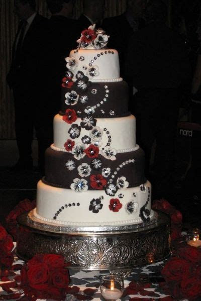 Amazing Red, Black And White Wedding Cakes [27 Pic