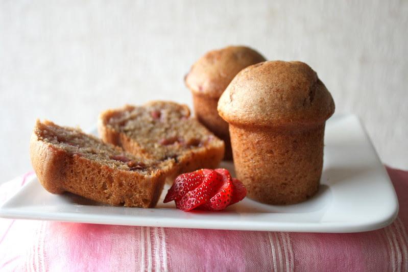 strawberry and chocolate chip muffins1