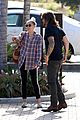 miley cyrus joins her parents for grocery shopping in malibu 03