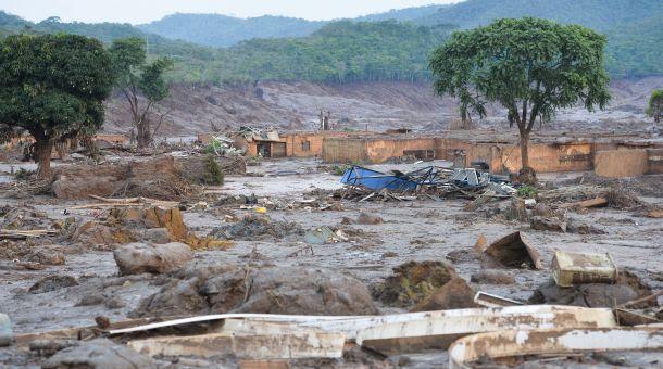 Casas soterradas em Mariana (Crédito: Antonio Cruz/ Agência Brasil (08/11/2015))