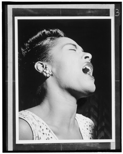 [Portrait of Billie Holiday, Downbeat, New York, N.Y., ca. Feb. 1947] (LOC) por The Library of Congress