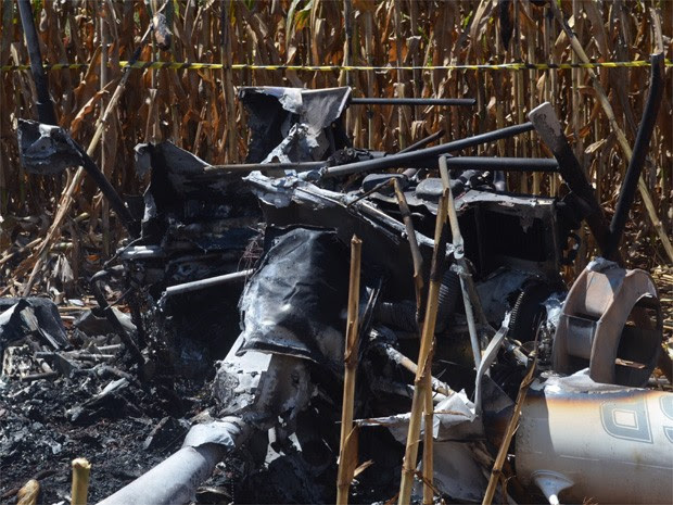 Cabine de helicóptero ficou destruída após queda em Ribeirão Preto (Foto: Rodolfo Tiengo/G1)