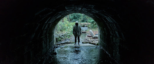 Ghost Stories (2018): Smartly-Staged British Horror with Campy Value – Flickside