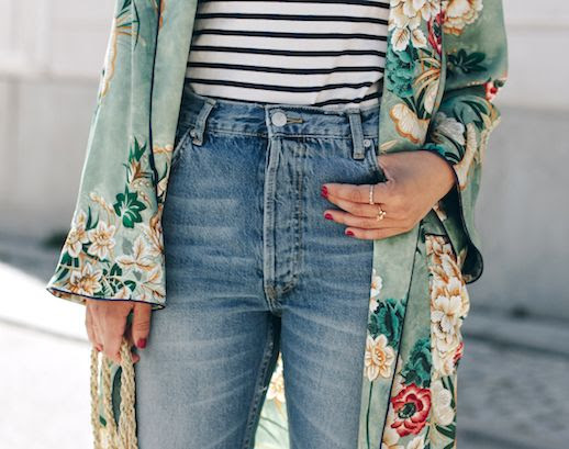 Floral Kimono Jacket Trend Blogger All That She Wants Robe Coat Striped Tee Jeans Basket Beach Bag Le Fashion Blog
