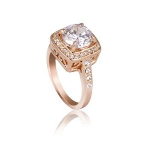 Do Swarovski Crystals Make Good Engagement Rings?   Fake