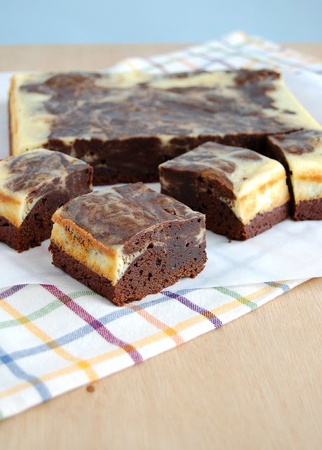 Cheesecake swirl chocolate brownies / Brownies com mesclado de cheesecake