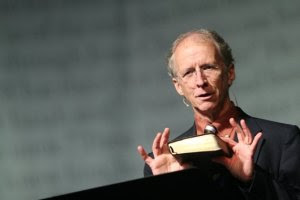 Pastor John Piper diz que o dom de línguas tem sido usado de forma contrária ao que a Bíblia ensina; Assista