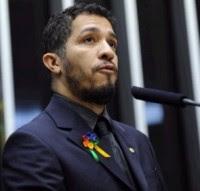 "Jean Wyllys defende presença de servidores da Câmara em protestos contra Marco Feliciano: ""Jesus concorda comigo"""